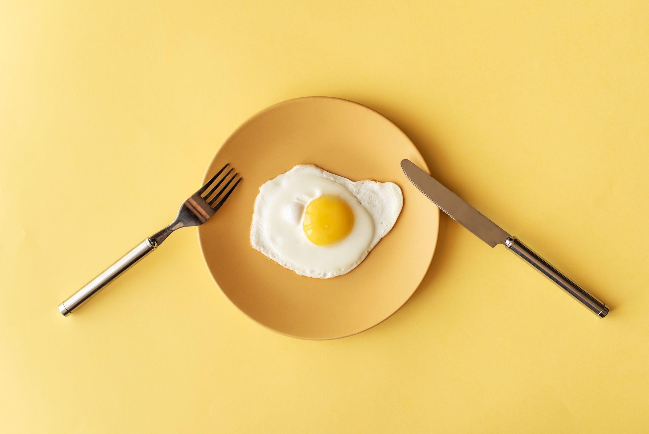 Những thực phẩm nên và không nên dùng trong chế độ ăn kiêng với trứng