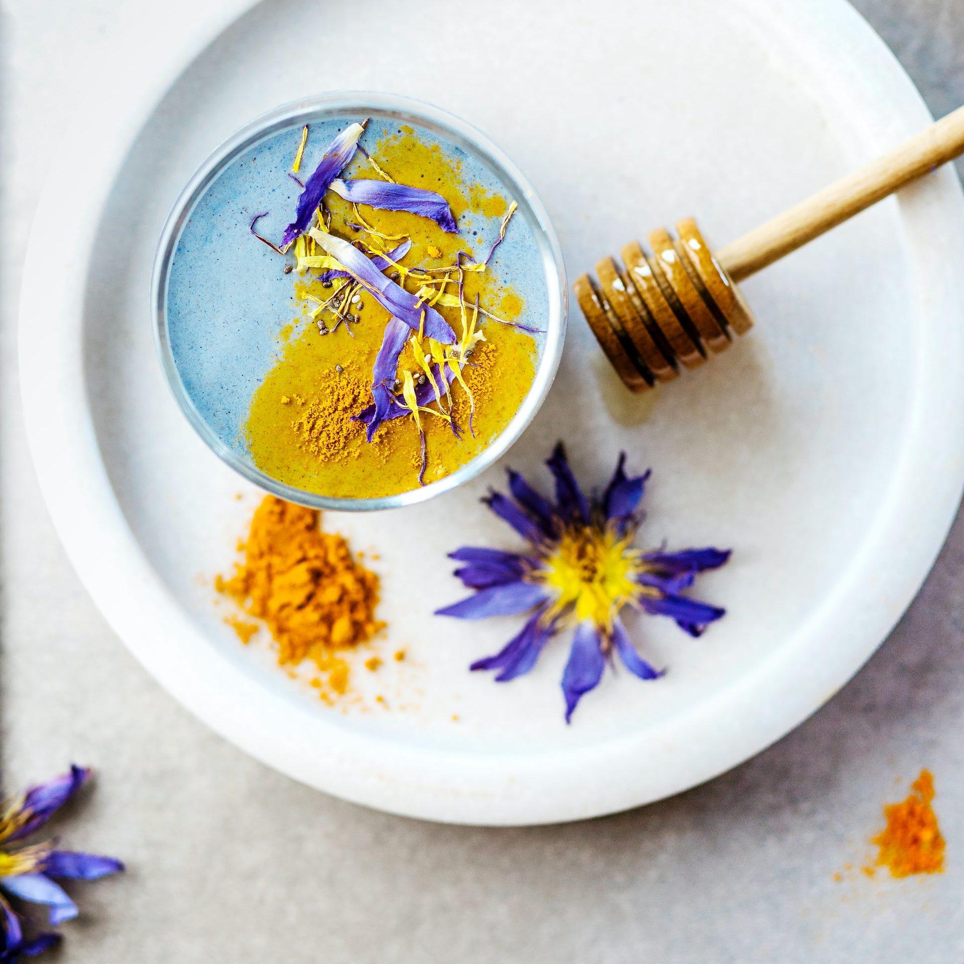 Giảm cân bằng hoa đậu biếc và mật ong