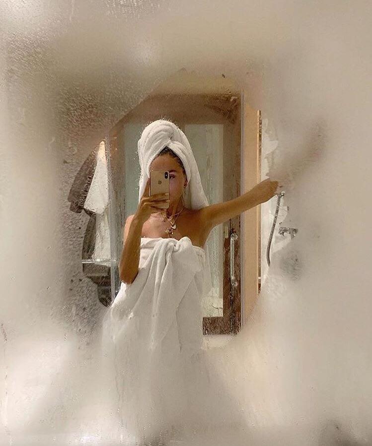 Chụp ảnh selfie khi vừa tắm xong