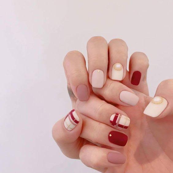 Mẫu nail họa tiết caro đơn giản