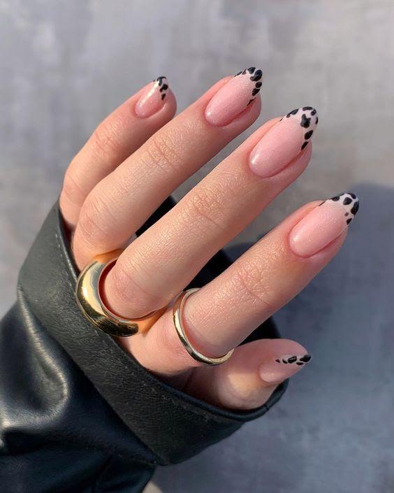 mẫu móng tay đẹp nhẹ nhàng dễ làm