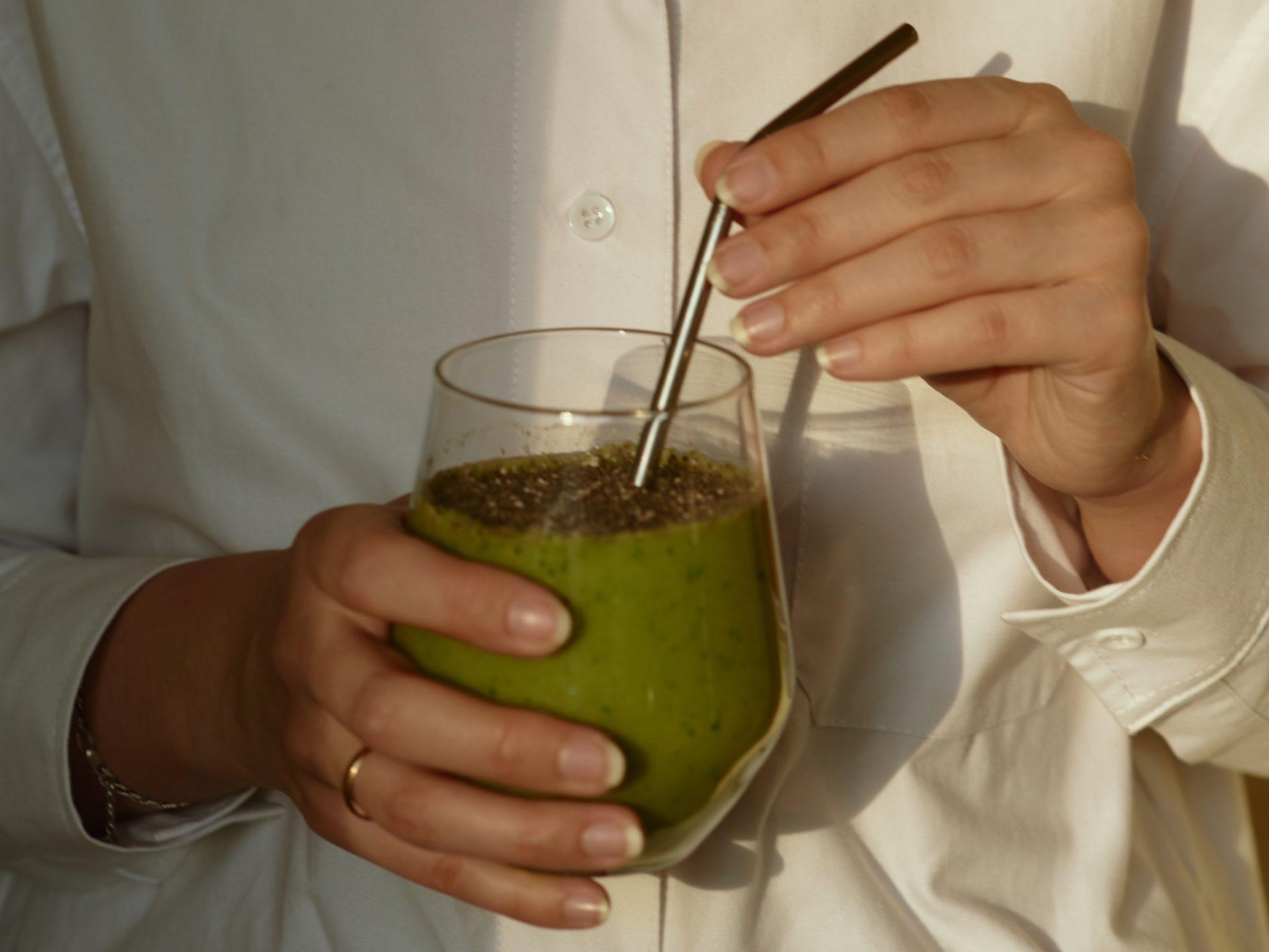 Nước ép cần tây thải độc cơ thể - Đẹp 365